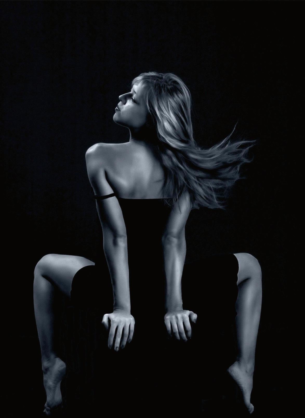 Эротический танец на стуле 11 фотография